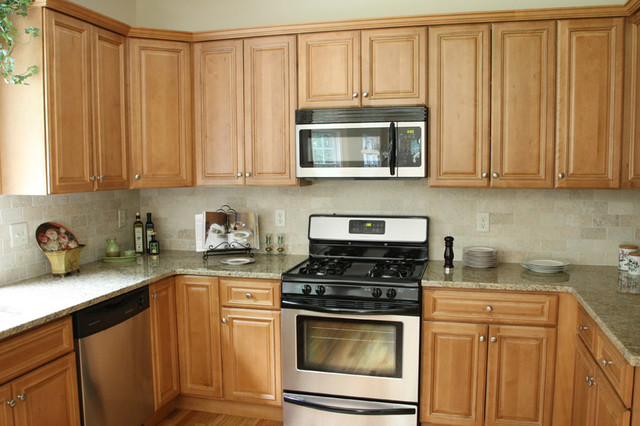 Charleston Light Kitchen Cabinets Home Design - Traditional - Columbus - by Lily Ann Cabinets