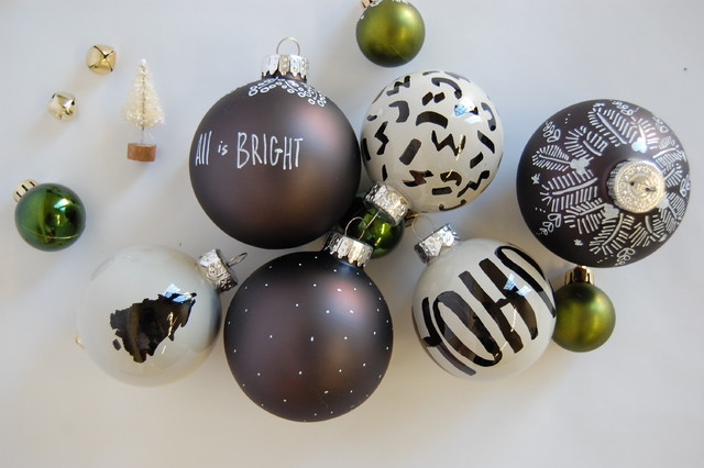 Enjoy a Black and White Holiday With These DIY Projects