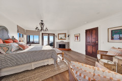 Houzz Tour: Spanish Revival Style Gets a Boost at the Beach
