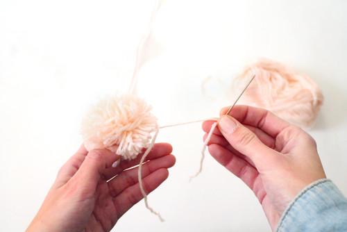 Tapis en pompons de laine