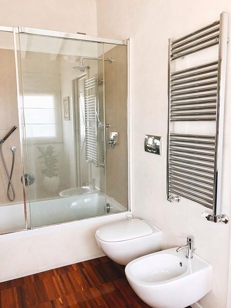 Foto di un bagno di servizio minimal