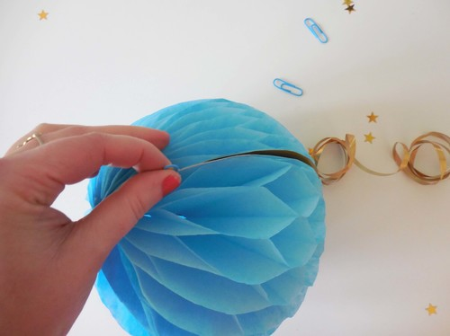 Craft: How to make a honeycomb paper decoration - step by step