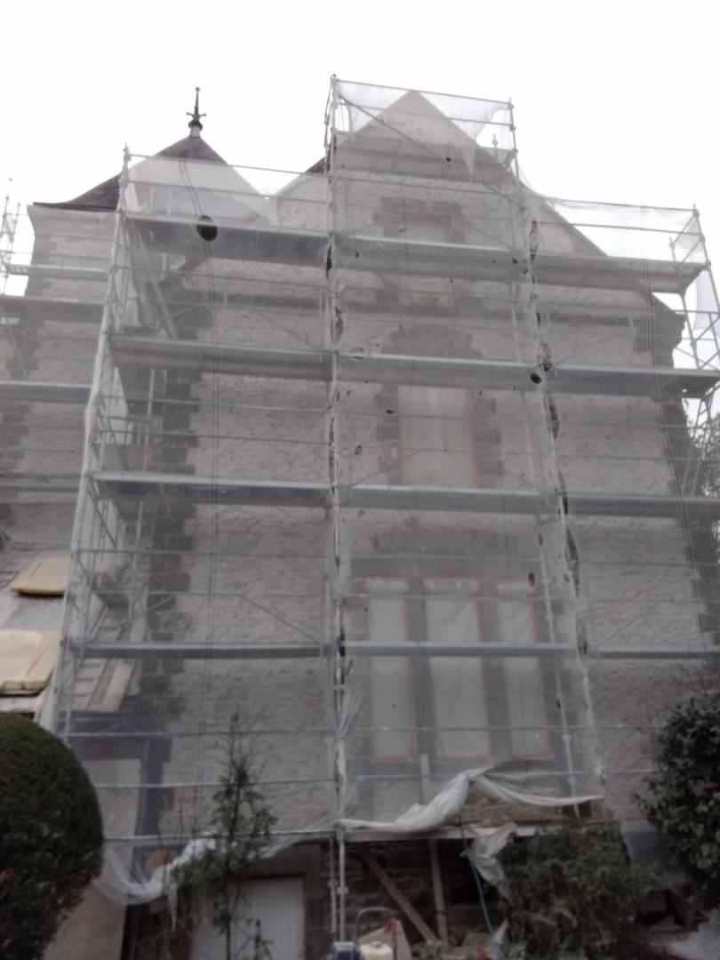 Échafaudages en hauteur, complexe avec renvois sur des toitures
