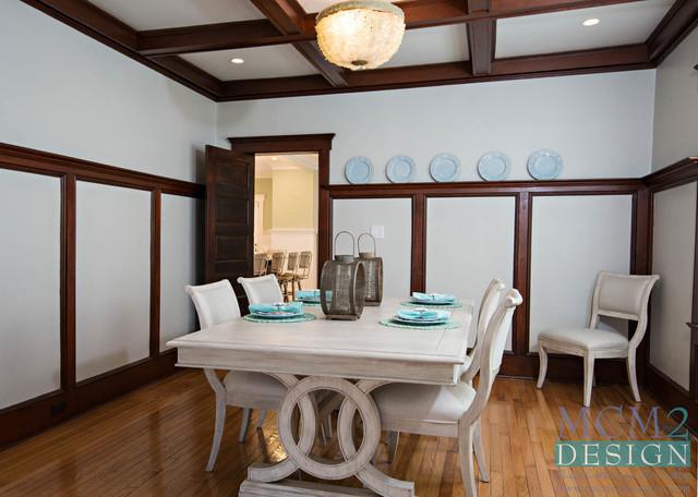 Coastal home design photo in New York