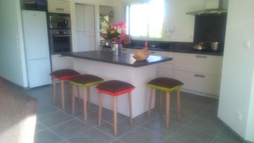 besoin d 39 aide pour le choix de la couleur du mur de ma cuisine. Black Bedroom Furniture Sets. Home Design Ideas