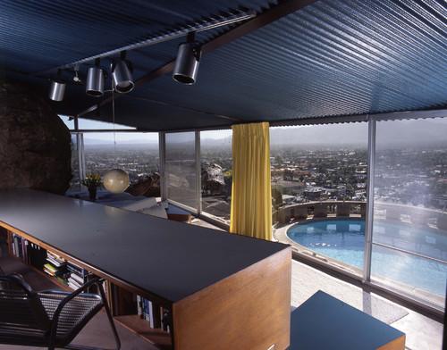 vista a la piscina de casa del arquitecto albert frey en diariodesign