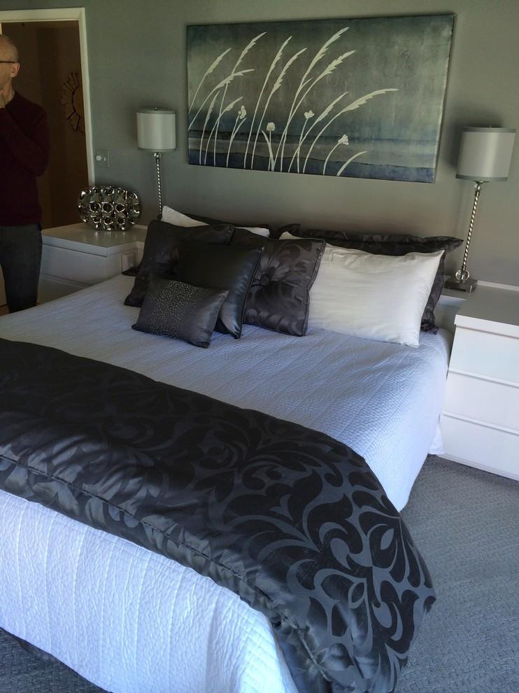 Bedroom - contemporary bedroom idea in Tampa