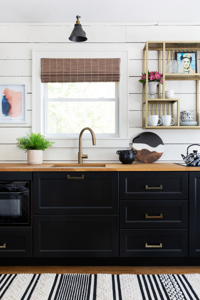 Inspiration for a transitional kitchen remodel in Austin