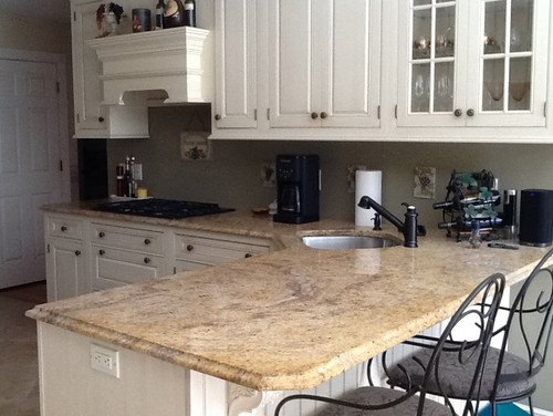I have a Madura gold granite counter and creamy custom cabinets. I am  trying to figure out a backsplash