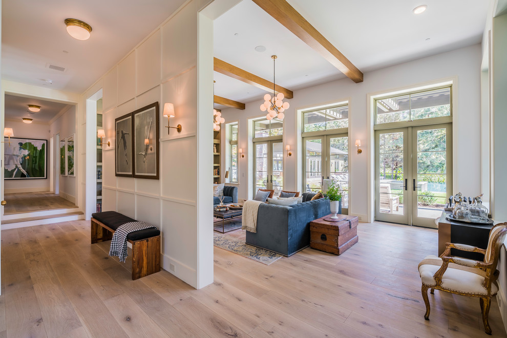 Example of a transitional home design design in Los Angeles