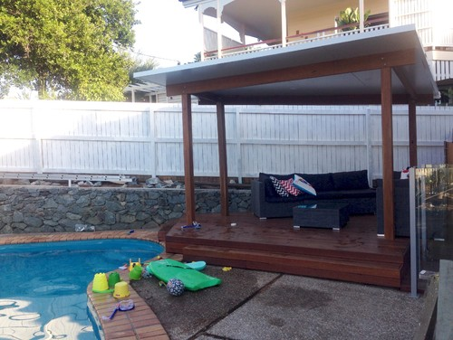 Tropical plants screen around pool in brisbane qld for Pool fence design qld
