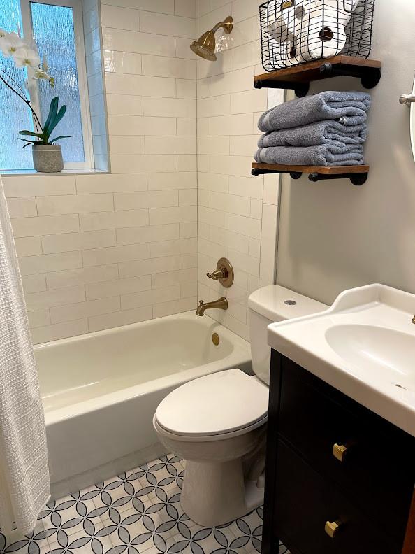 Cornelius Pass Guest Bath
