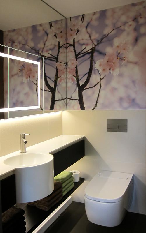 kleines duschbad mit kirschbl ten. Black Bedroom Furniture Sets. Home Design Ideas