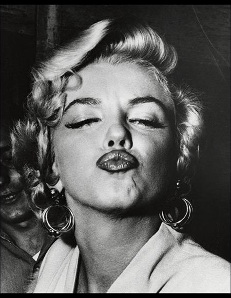 Marilyn Monroe Framed Print by Weegee - Contemporary - Prints And ...