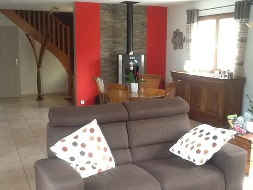 Moderniser un salon sejour cuisine - Quel papier peint avec meuble merisier ...