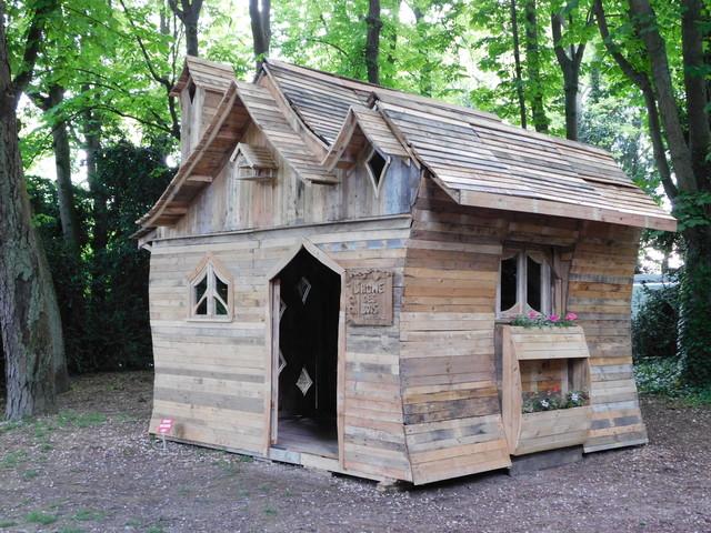 cabane f erique en bois de palette craftsman reims par l 39 home des bois patrick paul. Black Bedroom Furniture Sets. Home Design Ideas