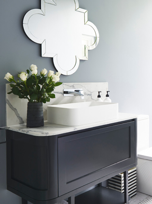 art deco bathroom with mirror