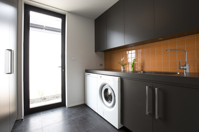 Tiled laundry 5 lombardia way karaka contemporary for Room design nz