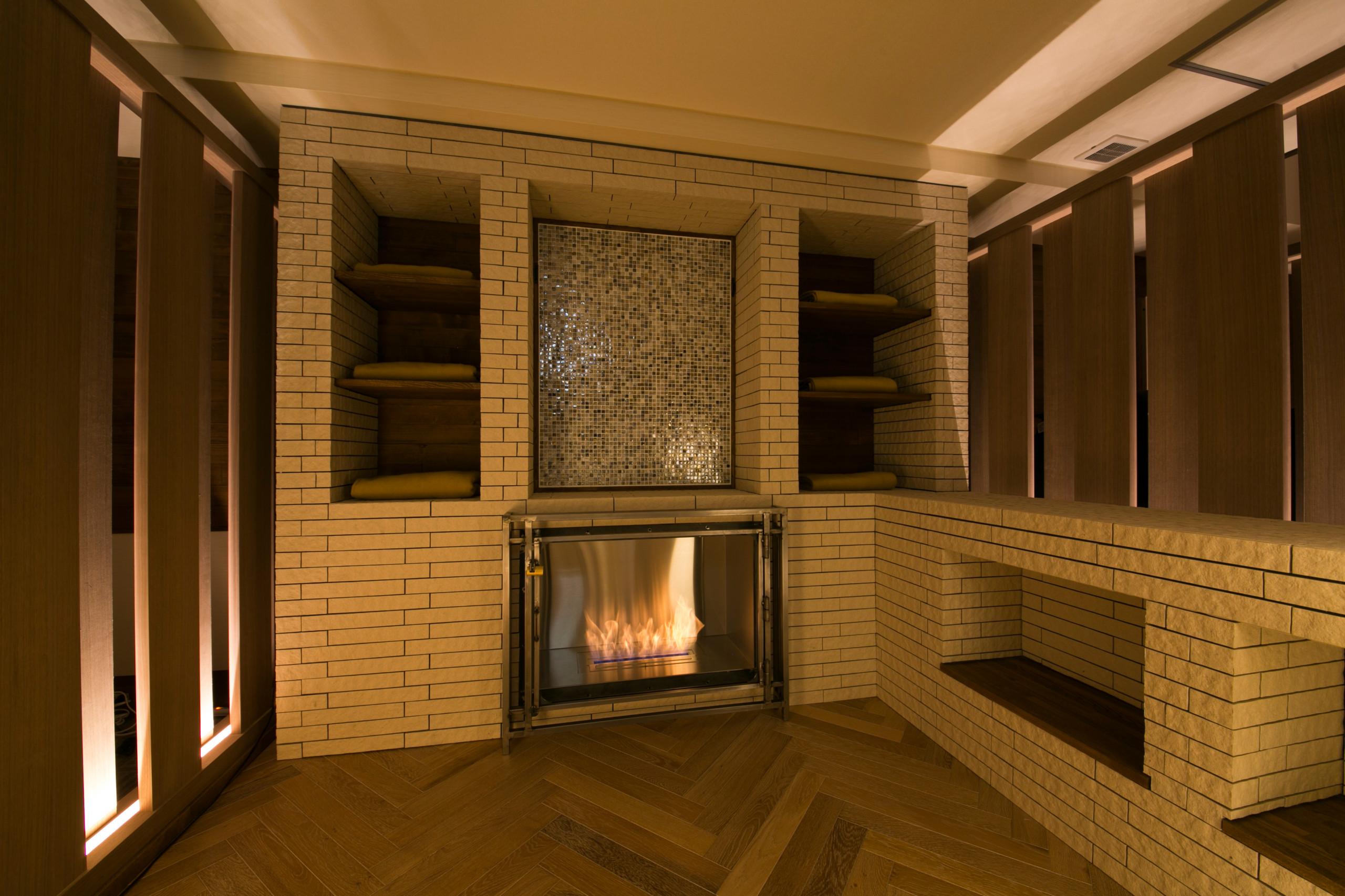 エタノール暖炉のあるサロン