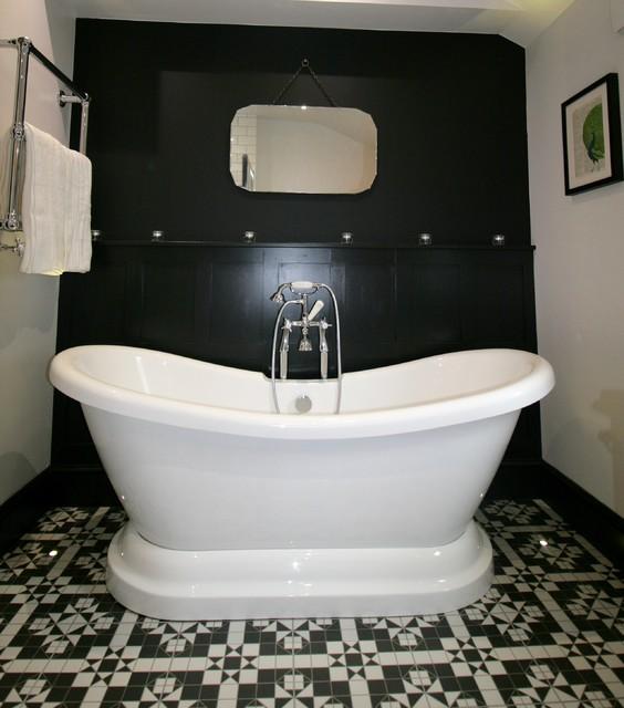 Victorian Style Bathtub: Boutique-Victorian Style Bathroom