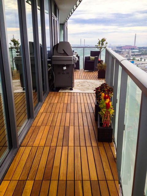 Example Of A Small Trendy Balcony Design In Toronto