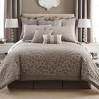 What Accent Color Would Be Good With This Bedding Set