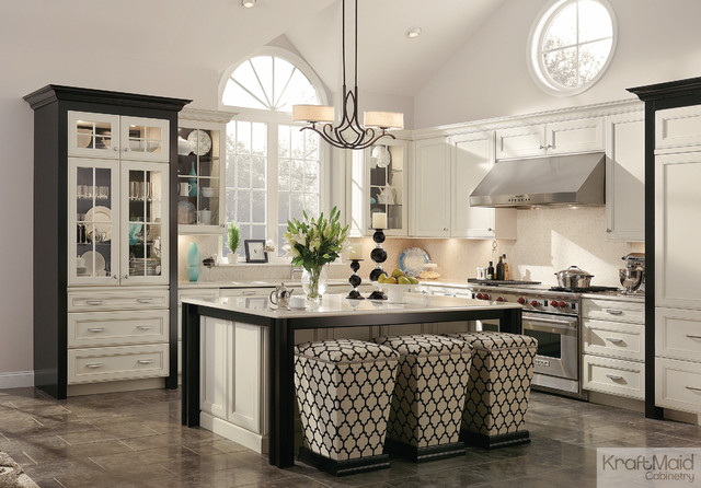 KraftMaid: Maple Square Recessed Door In Canvas And Onyx