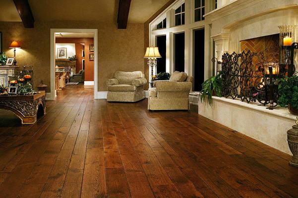 Sàn gỗ tự nhiên sang trọng trong nội thất biệt thự