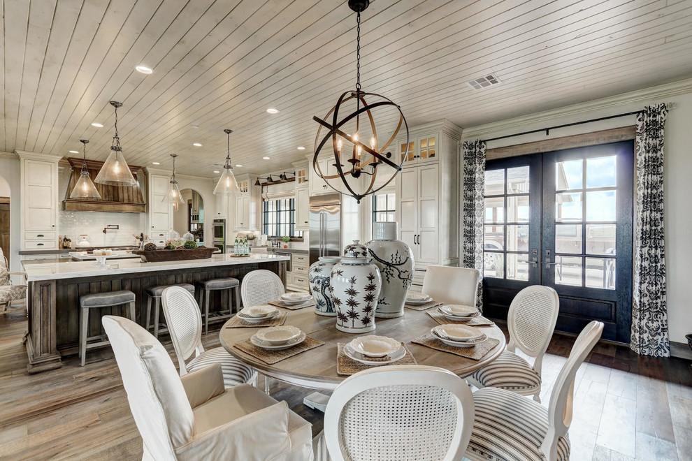 Home design - farmhouse home design idea in Oklahoma City