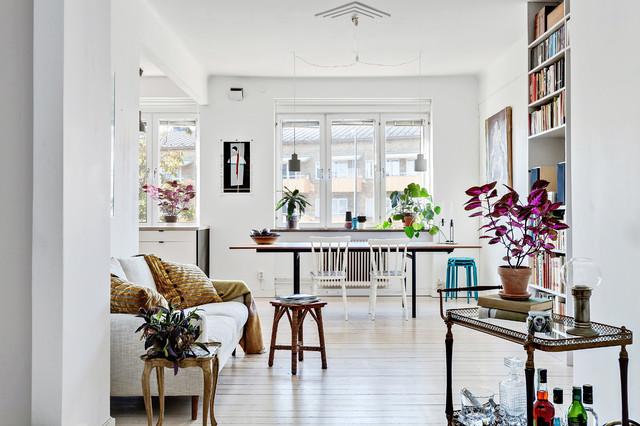 Stig in den vackra, vita lägenheten i Malmö