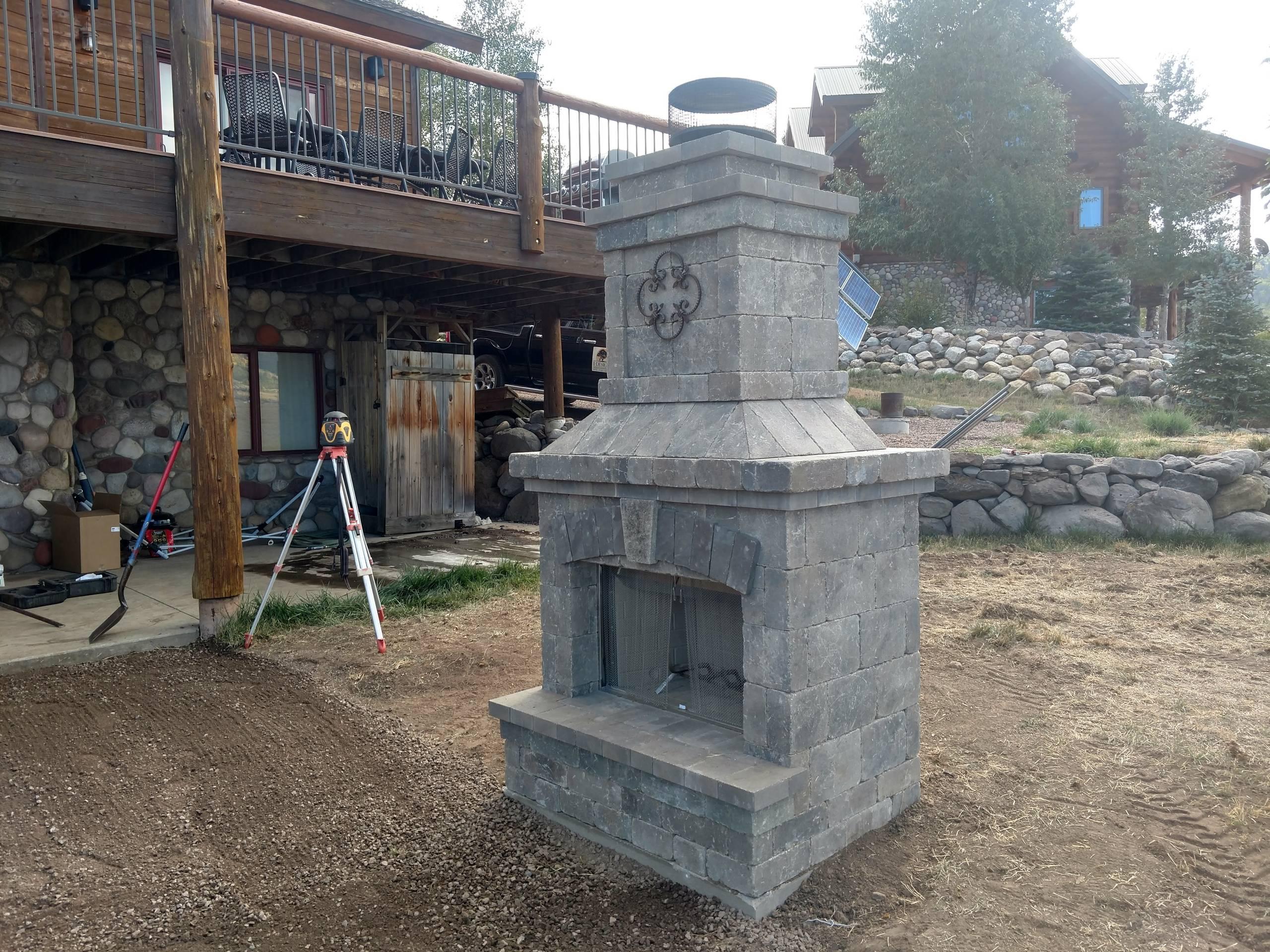 Daukin outdoor patio and fireplace