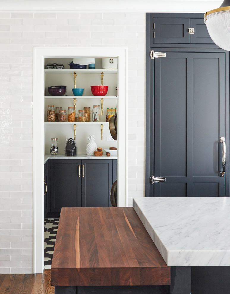 Inspiration for a transitional home design remodel in Chicago
