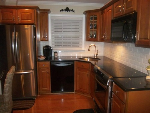 Chosing a backsplash with black granite counters on Black Granite Countertops With Backsplash  id=99000