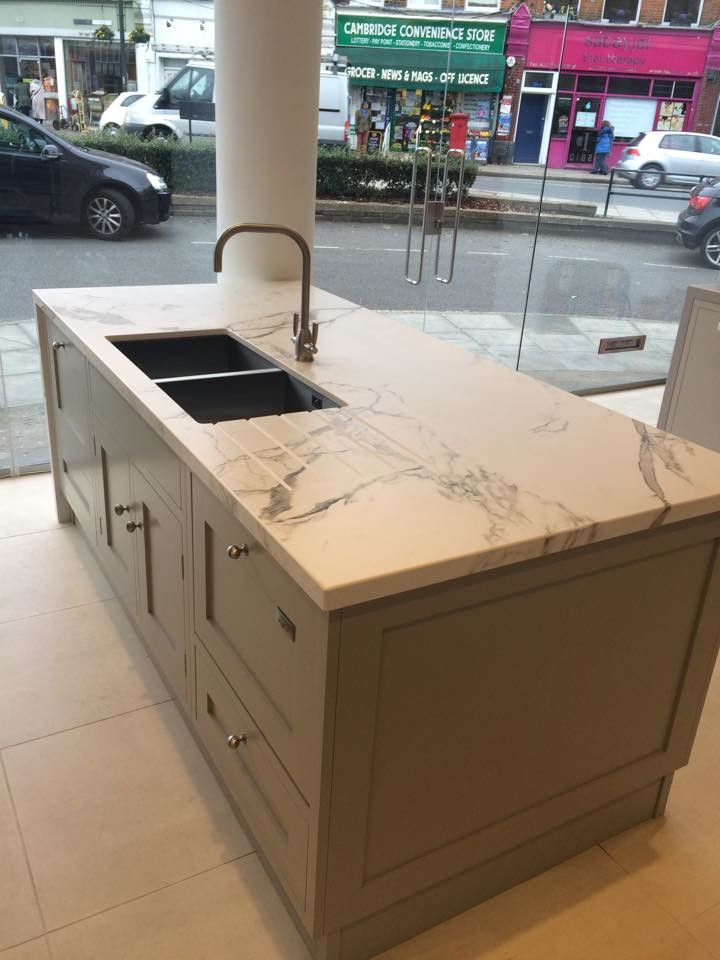 Handy tips from an experienced stone supplier on how to avoid chips on your Dekton worktops
