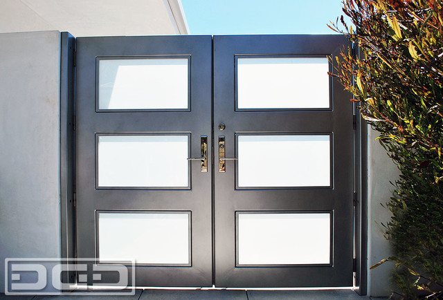 . Modern Architectural Entry Gate With Chrome Handle   Steel Framed