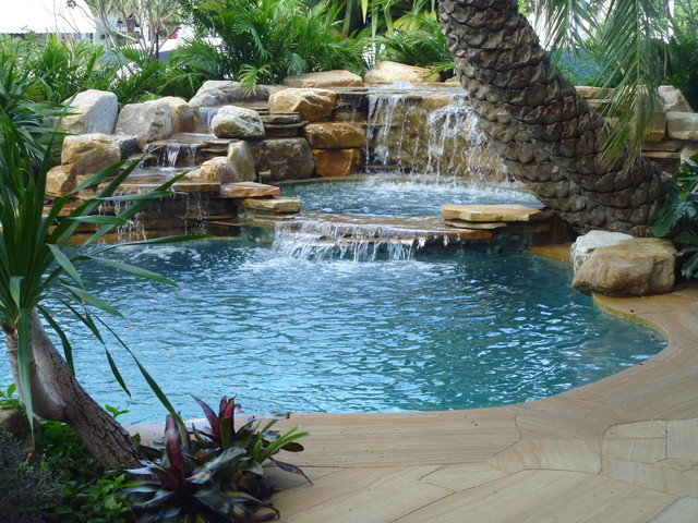 Waterfalls into pool in florida tropical miami by for Gartengestaltung 200 qm