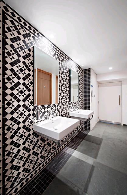 Salles de bain classique for Armadietti moderni di mudroom