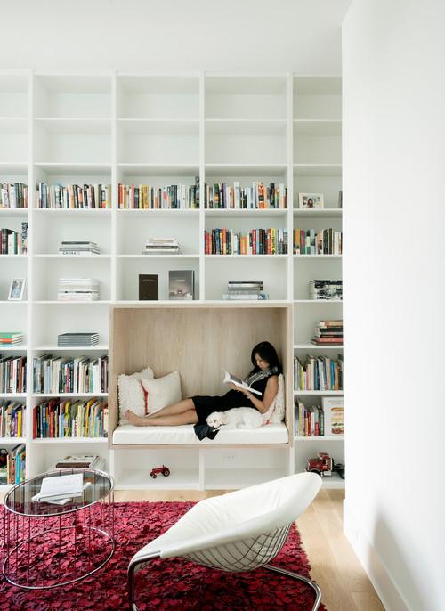 Composer un coin lecture dans les étagères