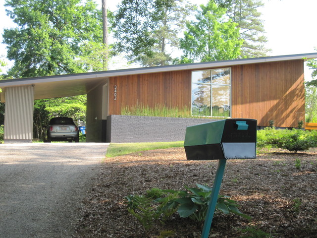 Mid-century Modern Mailbox Compliments Home's Aesthetic