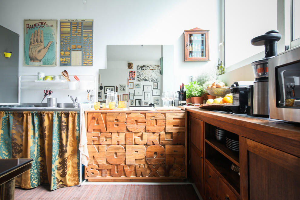 Example of an eclectic home design design in Milan