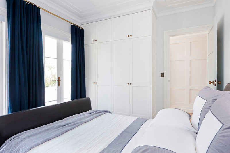 This is an example of a traditional bedroom in Sydney.