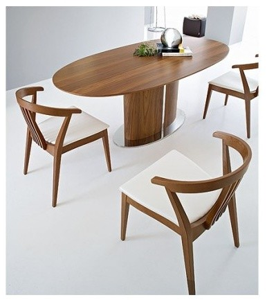 Is it necessary to coordinate the wood of different dining chairs?