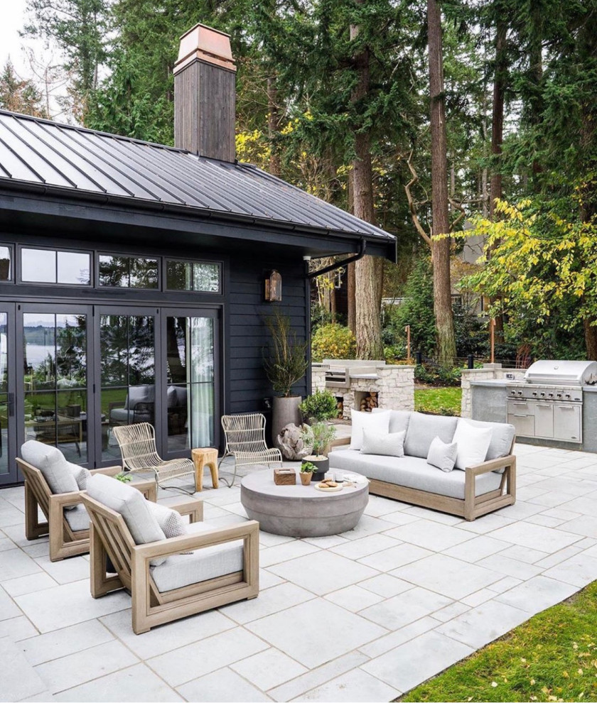 Inspiration for a modern home design remodel in Seattle