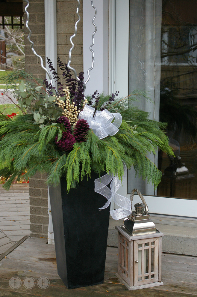 Seasonal Urns Fall/Winter