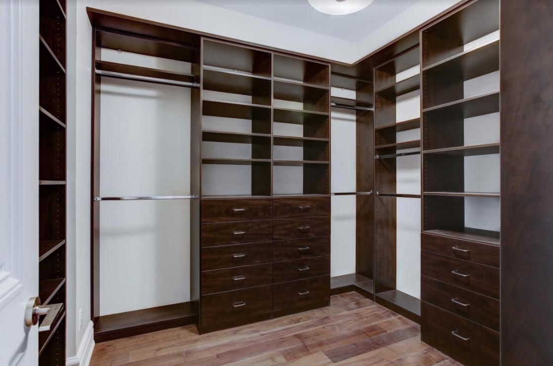 Dressing Room - Walk in Closet