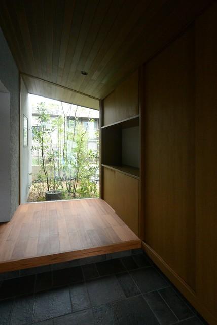 日本 東京23区のトランジショナルスタイルの住まいの写真