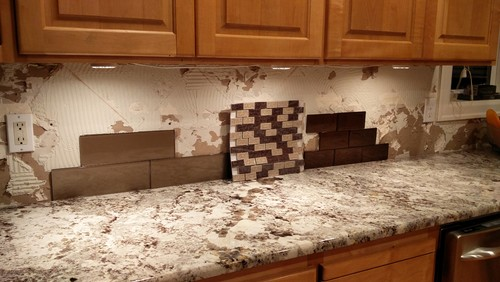 need backsplash help for alaksa white granite & maple cabinets