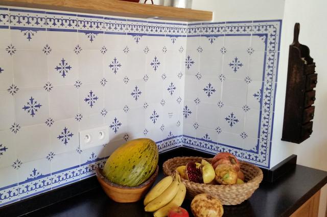 cr dence de cuisine faience ponchon classique chic paris par faience ponchon. Black Bedroom Furniture Sets. Home Design Ideas