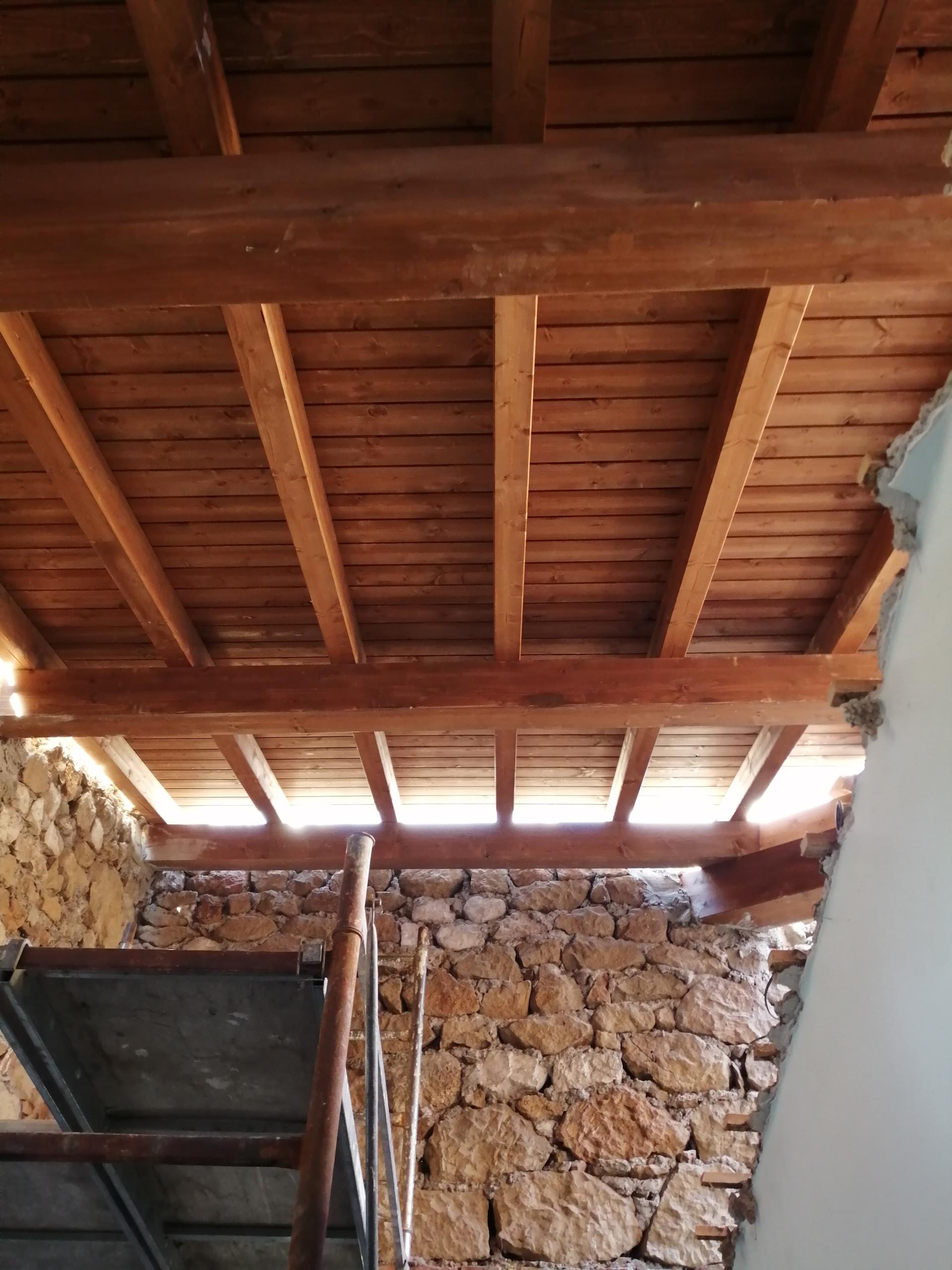 realizzazione tetto in legno e pulitura facciata
