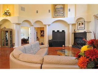 Arch madness! Please help. We just purchased a new home - the picture shows the PRIOR owner's ...